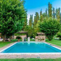 swimming-pool-5003506_640